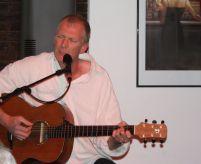 Singer-/Songwriter Robby Ballhause im Filou - Die Kneipe in Steinhude